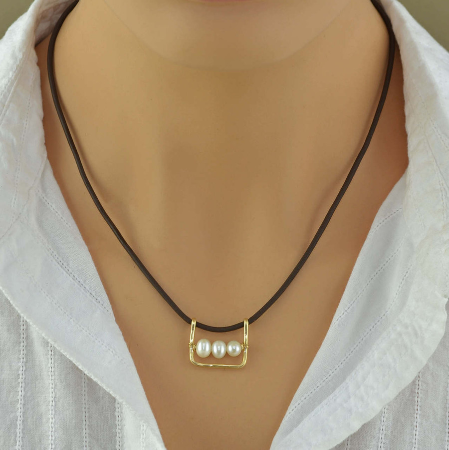 unique pearl leather necklace with 3 freshwater pearls and leather cord view 3