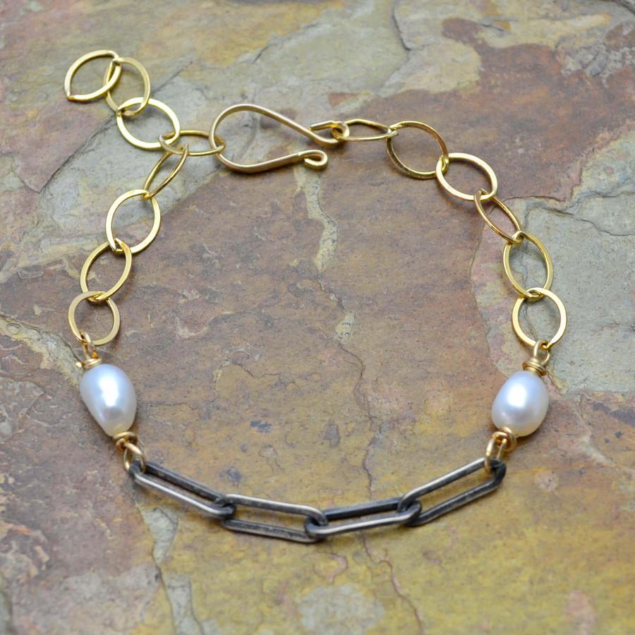 Elegant Pearl and Gold Bracelet