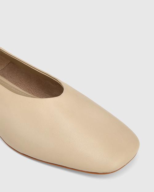 Edwinna Vanilla Leather Chain Detail Flat & Wittner & Wittner Shoes