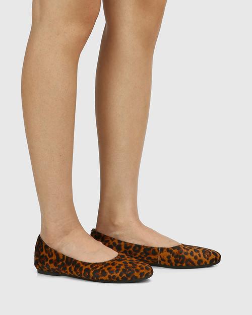 Art Leopard Hair-on Leather Round Toe Flat & Wittner & Wittner Shoes