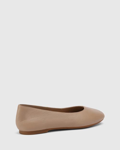 Art Sesame Leather Round Toe Flat. & Wittner & Wittner Shoes