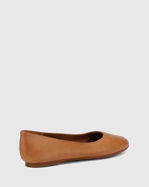 Art Tan Leather Round Toe Flat & Wittner & Wittner Shoes
