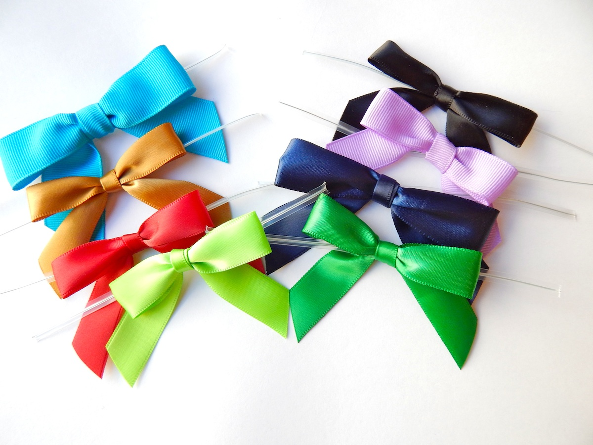 pre-tied bows with twist-ties