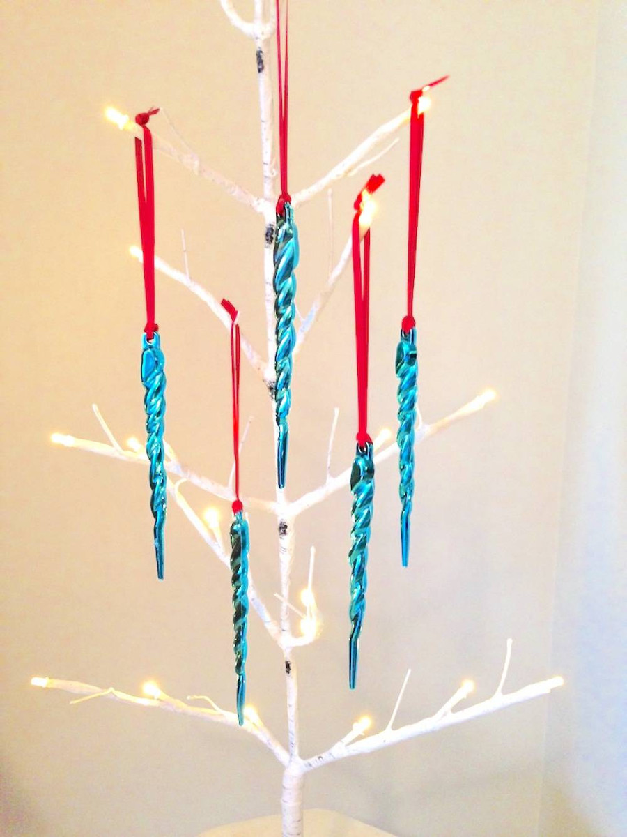 Ribbon Knotted Loops for Ornaments