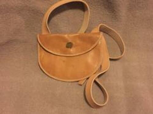 Rounded bottom hunting pouch