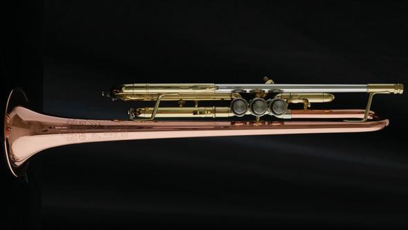 Getzen 900DLX Eterna Deluxe Model Bb Trumpet with copper bell!