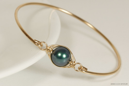 14k yellow gold filled wire wrapped bangle bracelet with iridescent Tahitian Swarovski pearl handmade by Jessica Luu Jewelry