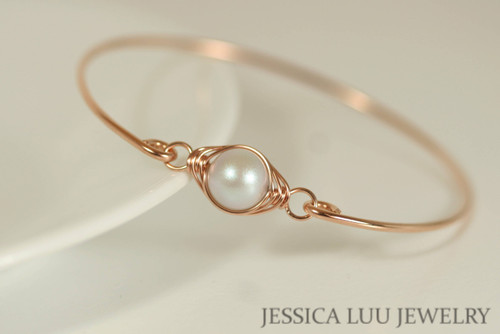 14K rose gold filled wire wrapped bangle bracelet with iridescent dove grey Swarovski pearl handmade by Jessica Luu Jewelry