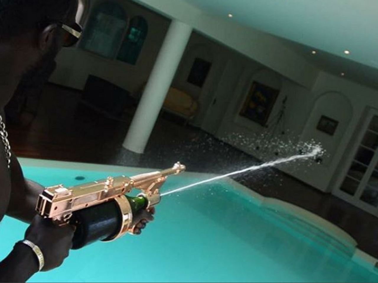 Champagne-Gun-Cannon-Spray-celebrate-party-magnum-Veuvet Cliquot-Dom Perignon-Gun-blast-shoot-