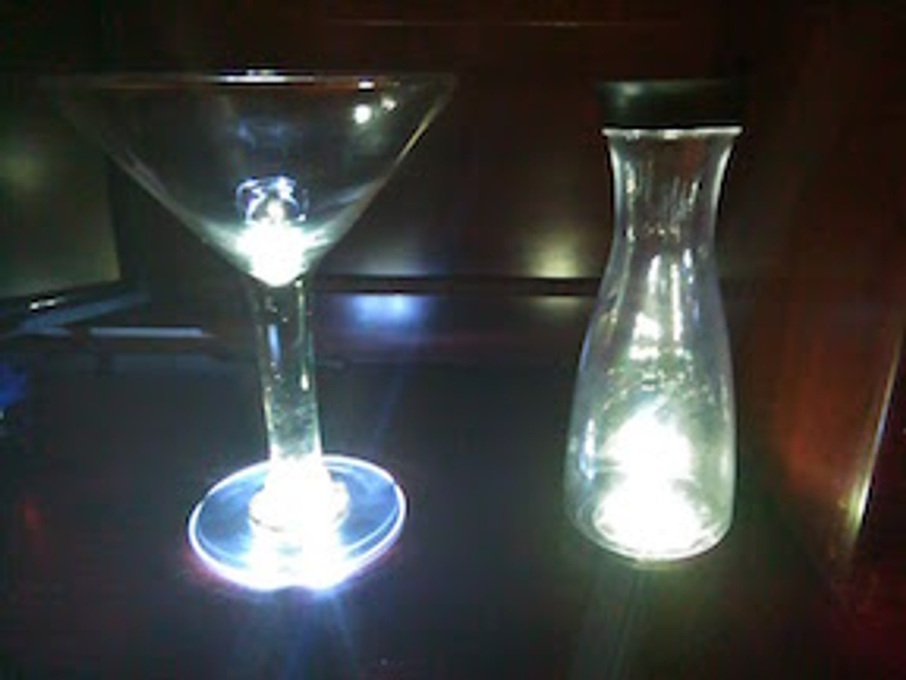 Light-Up-illuminate-Glow-LED-carafet-Mug-Champagne-Martini-Flute-Glass-cup-Glorifier-coaster-Mini-Bottle-Stick-on-coaster