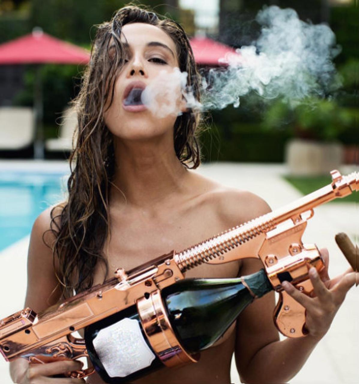 THE CHAMPAGNE SHOWERS CHAMPAGNE GUN - Make it Rain Champagne Machine Gun