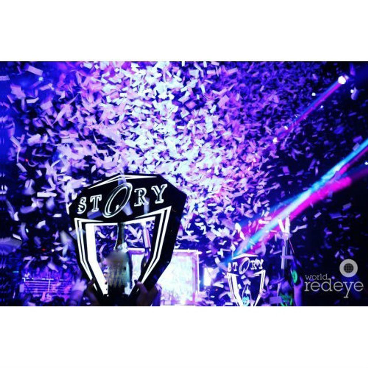 Champagne, 750 ml., LED tray, bottle Tray, celebration, Bottle, Service, Delivery,Hypemakerz,presentation, presenter,LED,LIV,Tray, Hype,