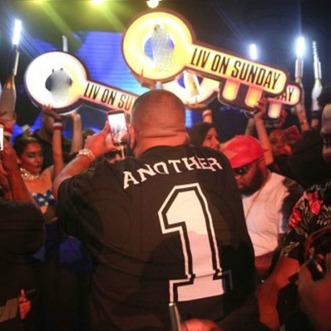 Presenter_bottle_service_Club_key_LIV_Story_Champagne_service_VIP_tray_nightclub_shop