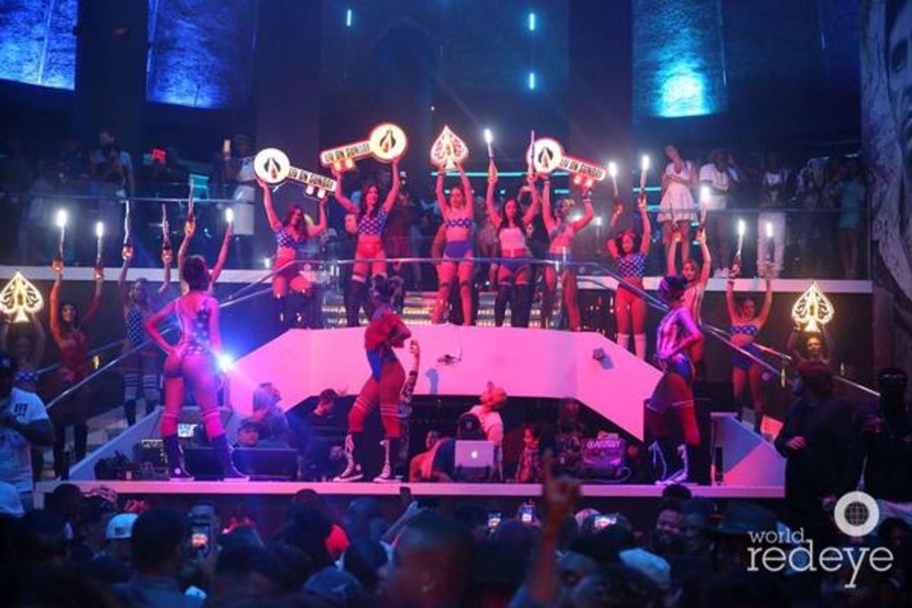 Llave_KEY_Keys_Presenter_bottle_service_Club_key_LIV_Story_Champagne_service_VIP_tray_nightclub_shop