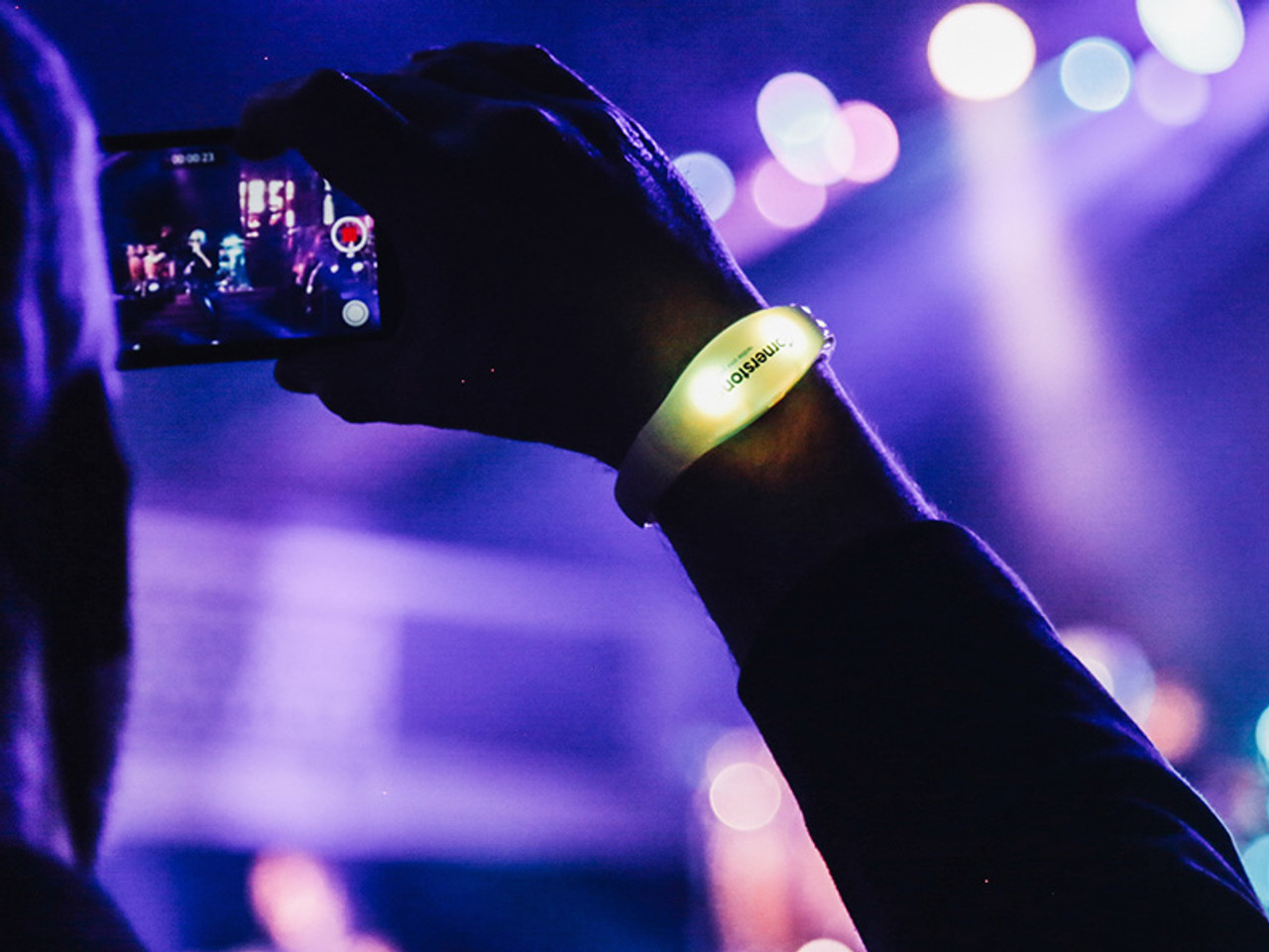 Crowdsync,Crowd sync, LEd, Wristband, RF, RFID, DMX, control, Wireless, Remote, Light up,