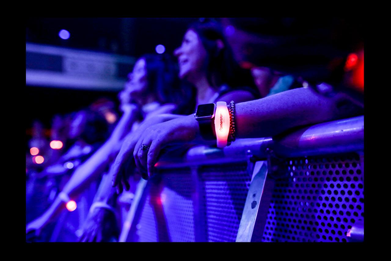 LED, Wristband, RF,Remote,control, LED wristband, wrist, band, Crowdsync, crowd,sync,Radio, Light up,RF