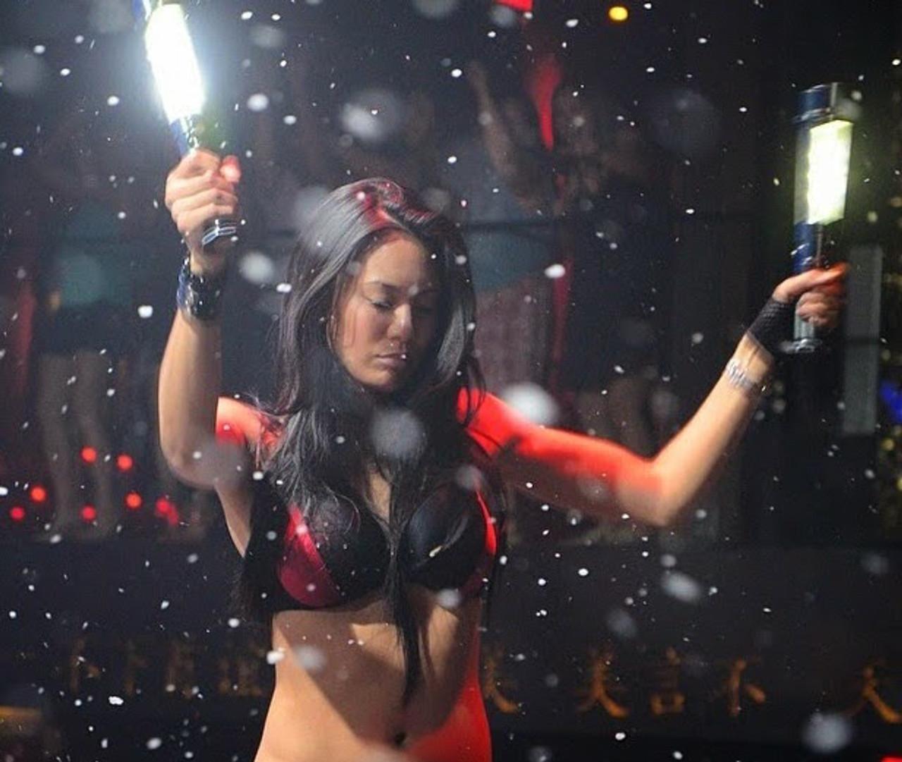 hand,held, electric,electronic, bottle,service,sparkler, bottle sparkler, alternative