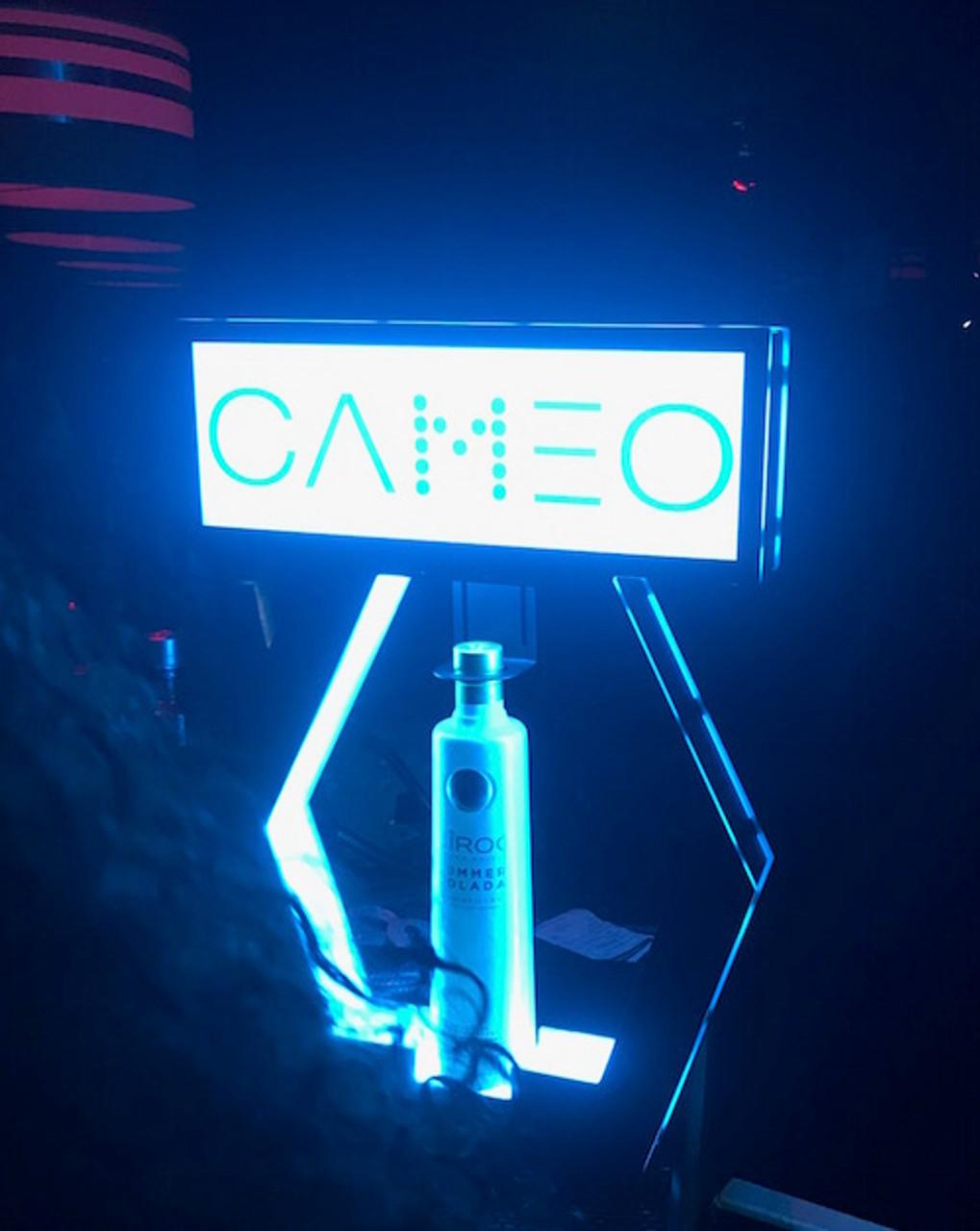 Bottle_Glorifier_Bottle Top_sign_interchangeable_Banner_window_Universal_Champagne_bottle_Liquor_
