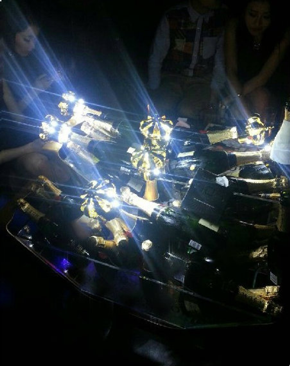 LED CHAMPAGNE BOTTLE CROWN,LED CROWN, CHAMPAGNE CROWN, LED ,BOTTLE SERVICE ,CROWN, MOET, CHAMPAGNE, DELIVERY, ADD, ORDER, BUY, LED BOTTLE, SERVICE,