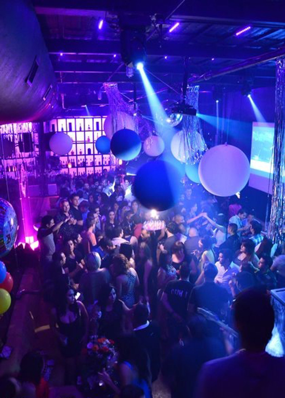 led beach ball, glow beach ball,beachball, LED, Glow, Light up, glowing, lit, bright, neon,  concerts, raves ,parties ,party, We Export,and, ship, WORLD WIDE, MIAMI, CHICAGO,  ATLANTA,  DALLAS, LOS ANGELES, NYC, WASHINGTON DC , SEATTLE,  CANADA,  MEXICO, CARRIBEAN,  PUERTO RICO,  HONG KONG, COLOMBIA,  SINGAPORE