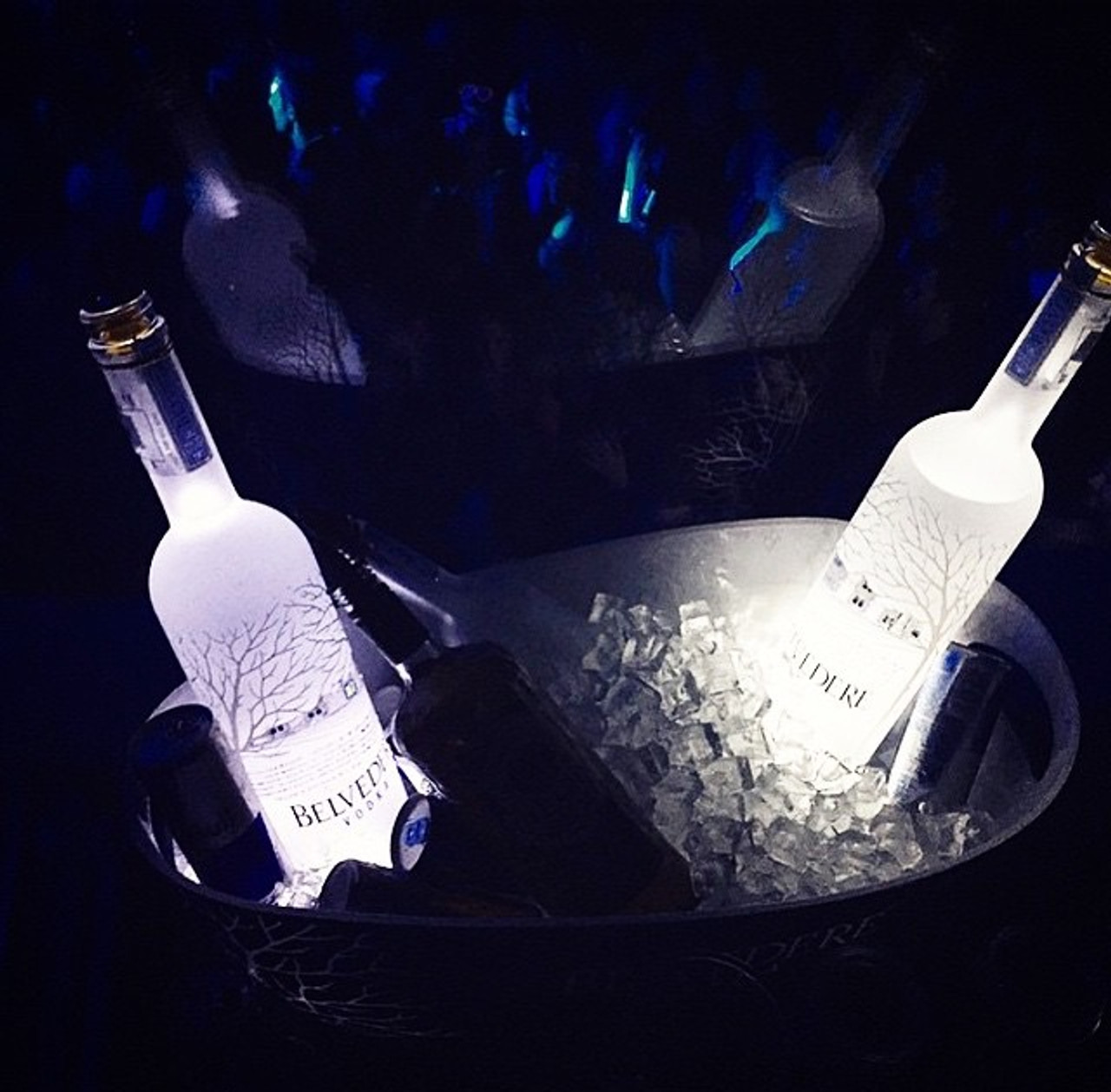 Bottle pads_Bottle_Glorifier_coaster_Pad_Glow_Super bright_LED_Sticker_Glorifier_Clam shell_6_LED_Version_new_waterproof_light up_bottle bottle_glow_light up bottle_LED bottle_Blinking_flashing_ Nightclubshop