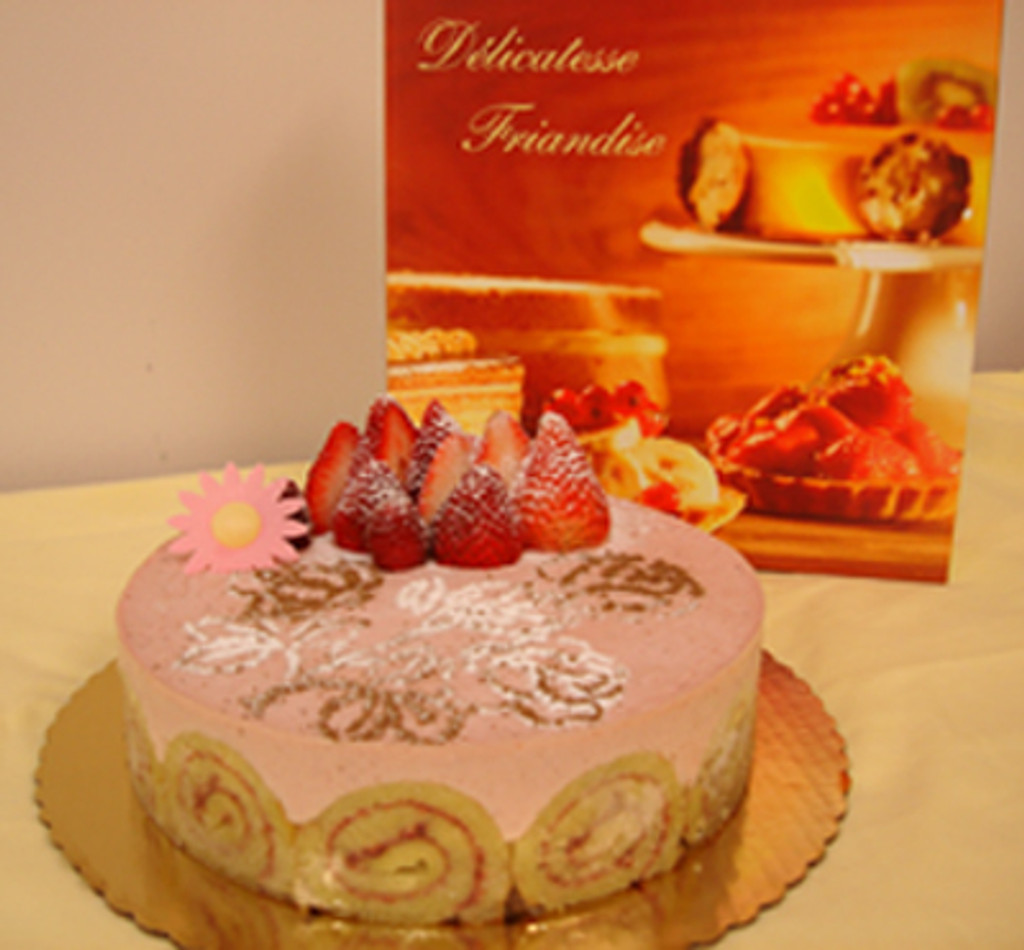 STRAWBERRY BAVAROIS CAKE