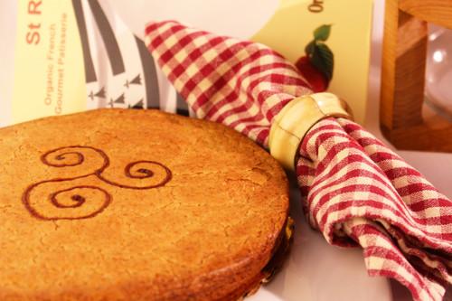 SHIPPING: ORGANIC RASPBERRY BRETON CAKE