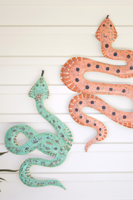 KALALOU A6322 SET OF TWO HAND-HAMMERED RECYCLED METAL SNAKES