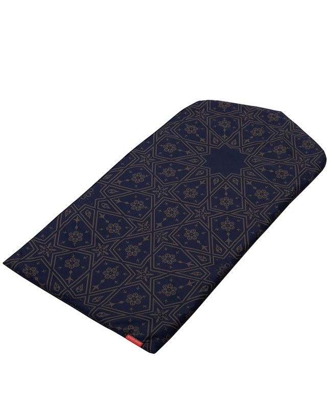 Midnight Arabesque arch-shaped prayer mat rug