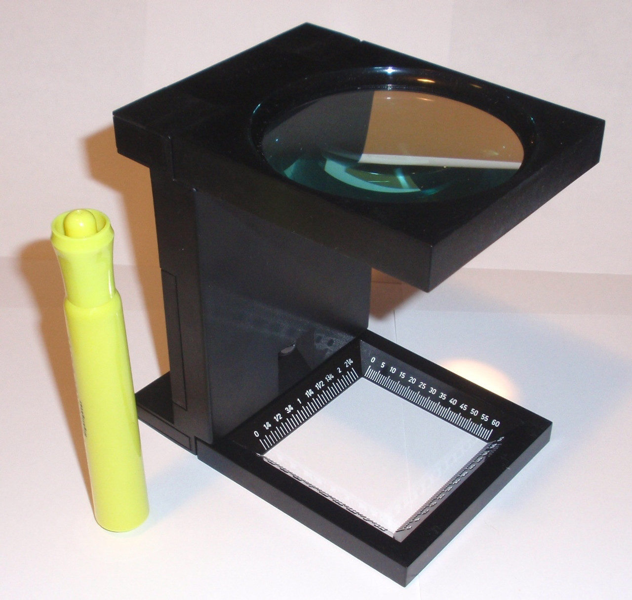 so-MA1103L Height comparison of large lighted linen tester