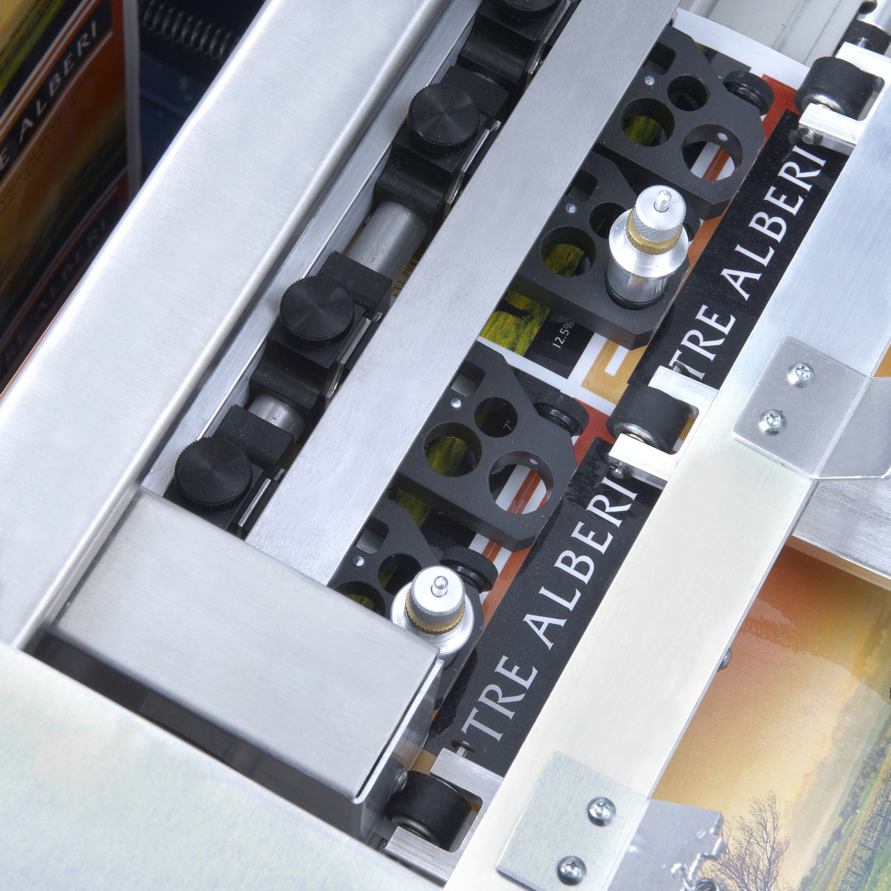 Digital cutter on the Primera FX1200 label finishing system. Can you any shape label required without die's.
