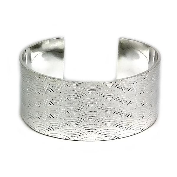 925 Sterling Silver Ornate Cuff Bangle with an Etched Fan Design