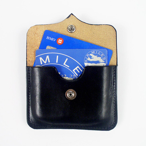 Credit card belt pouch keeps up to 10 cards close for your easy access.