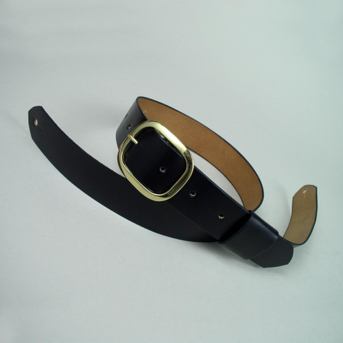 Plain style belt guitar strap made of black full grain cowhide with a gold solid brass buckle for adjustment.