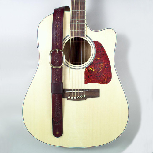 Adjustable belt guitar strap made of burgundy full grain cowhide.
