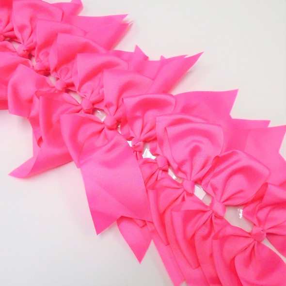 "6"" X 8"" Cheerleader Tail Bows on Gator Clip Reg. Pink  .54 ea"