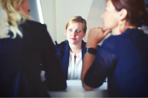 businesswomen meet