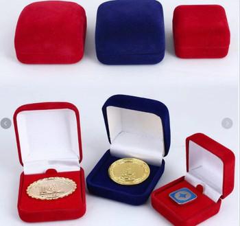 Ejemplo de cajitas velvet para pines/prendedores /Medallas/ medallions/ Coins.