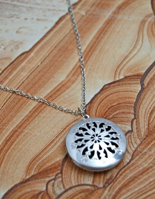 It's Essential Antique Single Diffuser Necklace