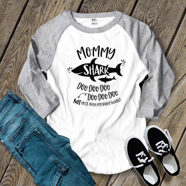 Mommy shark doo not mess with my baby adult raglan shirt