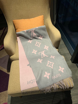 Louis Vuitton Reykjavik Cashmere Shawl Scarf 190cm Fall/Winter 2020 Collection, Grey/Light Pink