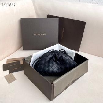 Bottega Veneta Woven The Mini Pouch Shoulder Bag 22cm Calfskin Leather Spring/Summer 2021 Collection, Black