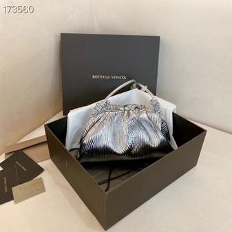 Bottega Veneta The Mini Pouch Shoulder Bag 22cm 585852 Calfskin Leather Spring/Summer 2021 Collection, Metallic Silver