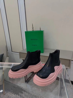 Bottega Veneta Chunky Sole Tire Ankle Boots Calfskin Leather Spring/Summer 2021 Collection, Black/Light Pink