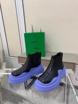 Bottega Veneta Chunky Sole Tire Ankle Boots Calfskin Leather Spring/Summer 2021 Collection, Black/Lavender