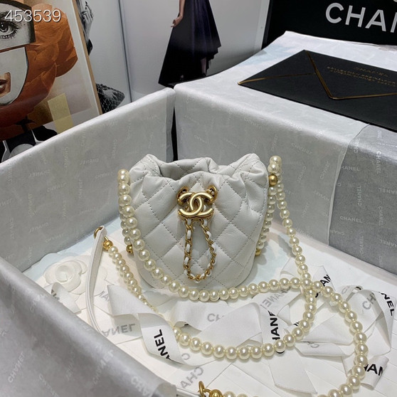 Chanel Pearl Chain Drawstring Bag 12CM AS2529 Lambskin Leather Gold Hardware Spring/Summer 2021 Collection, White