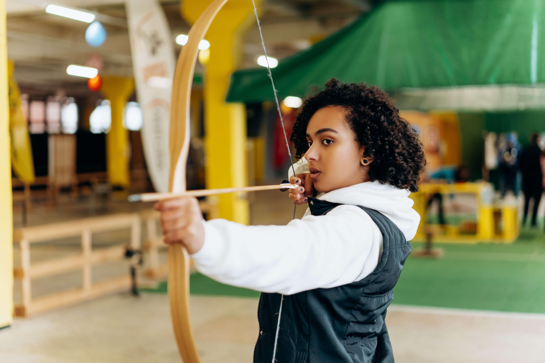 woman anchoring recurve bow string at chin