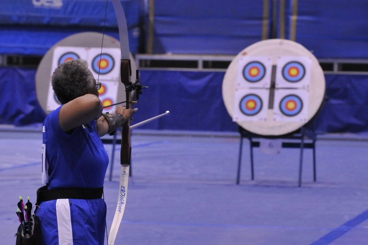 woman's competitive archery aiming tips