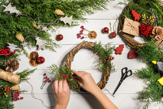 How to Make a Garland Using Wooden Beads