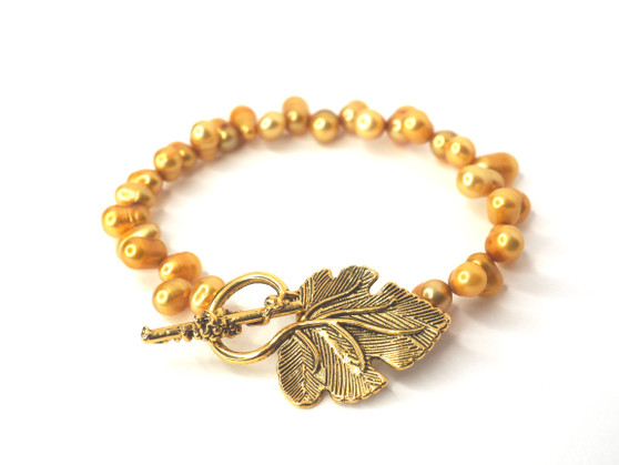 Gold Freshwater Pearl Bracelet w/ Leaf Clasp